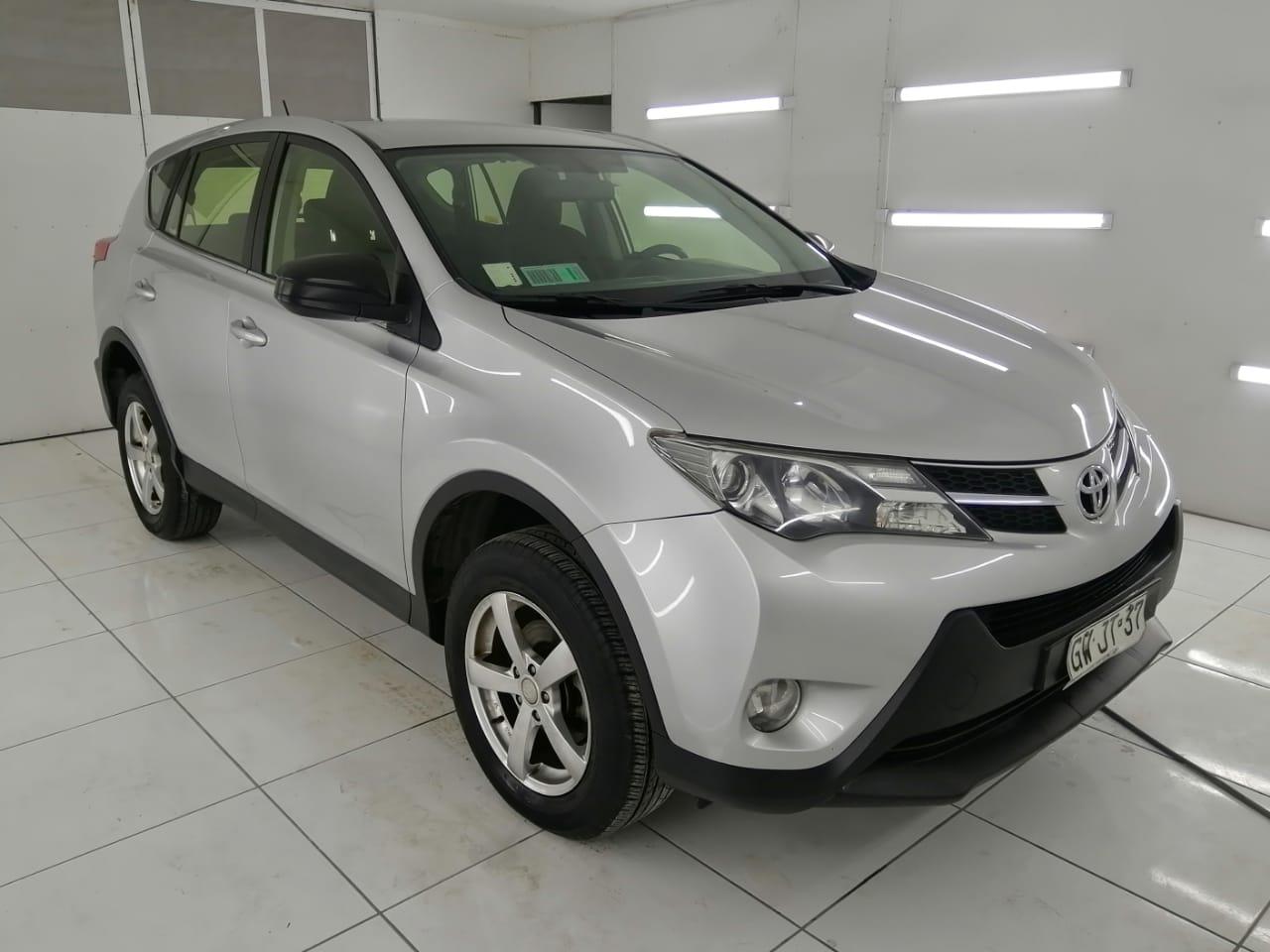 Toyota Rav 4 4x2 año 2015